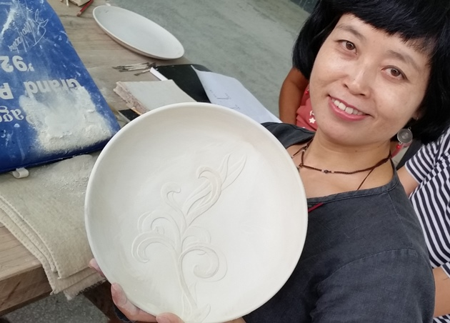 How to carve into clay in Jingdezhen (3)