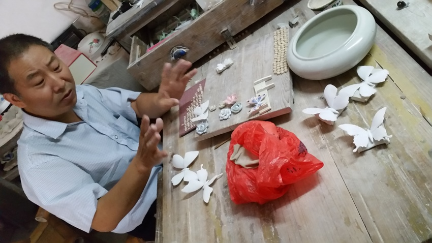 The flower master - Deanna Roberts (Jingdezhen and the Sculpture Factory)