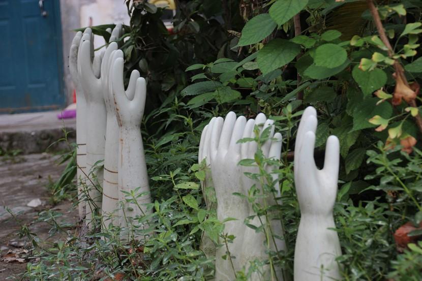 Pottery Workshop - Rubber glove moulds (14)